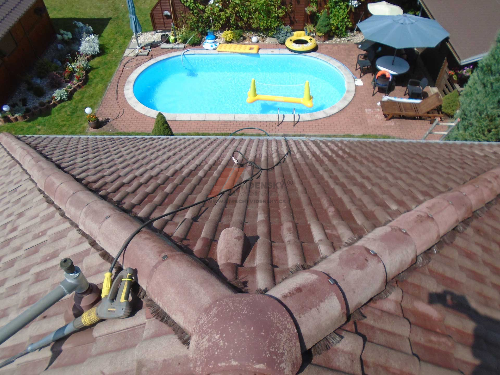 Vídenský   Renovační nátěr tašek 01 - Vyčištěná střecha