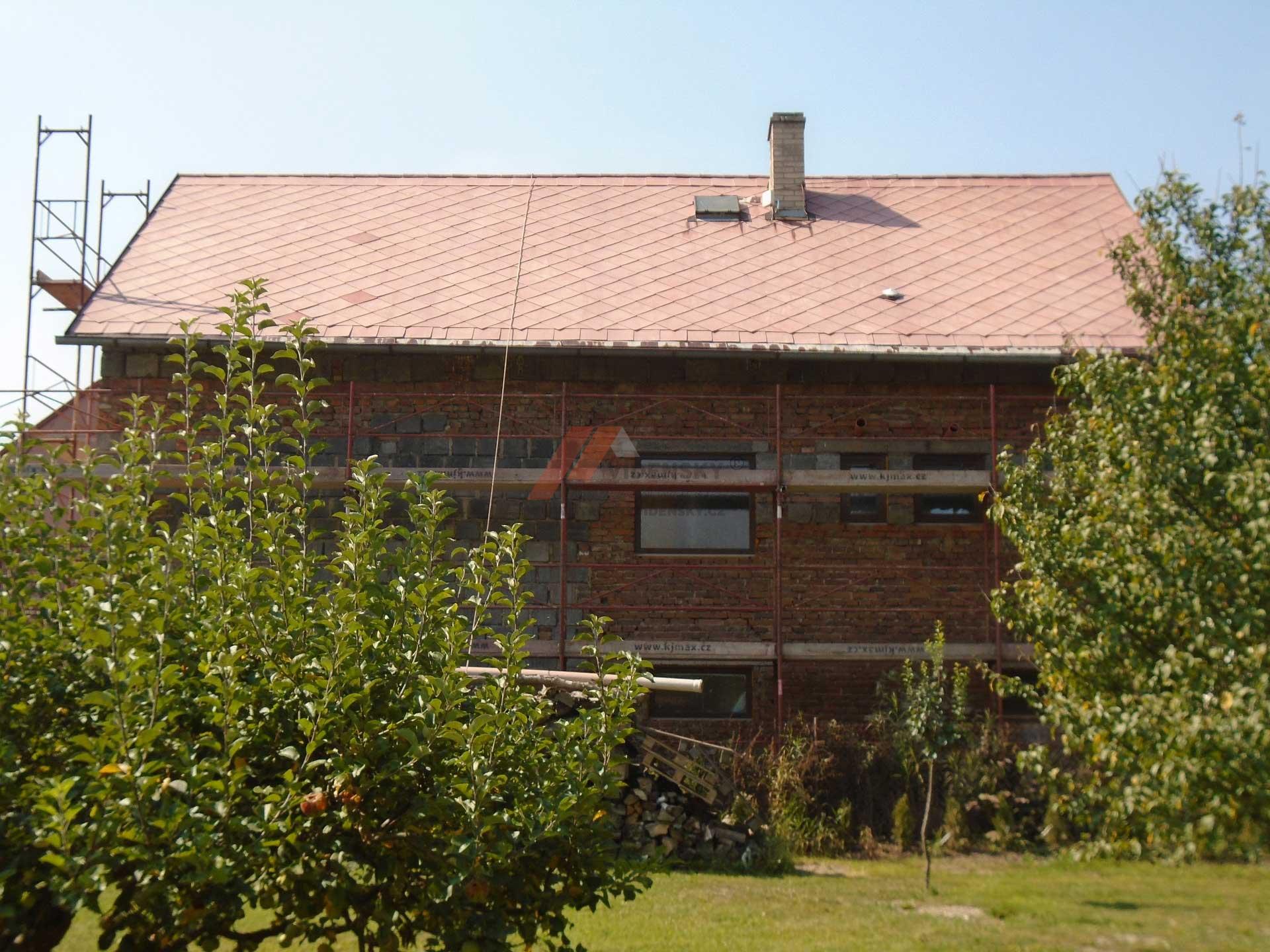 Vídenský | Renovační nátěr eternitové střechy 02 - Vyčištěná střecha