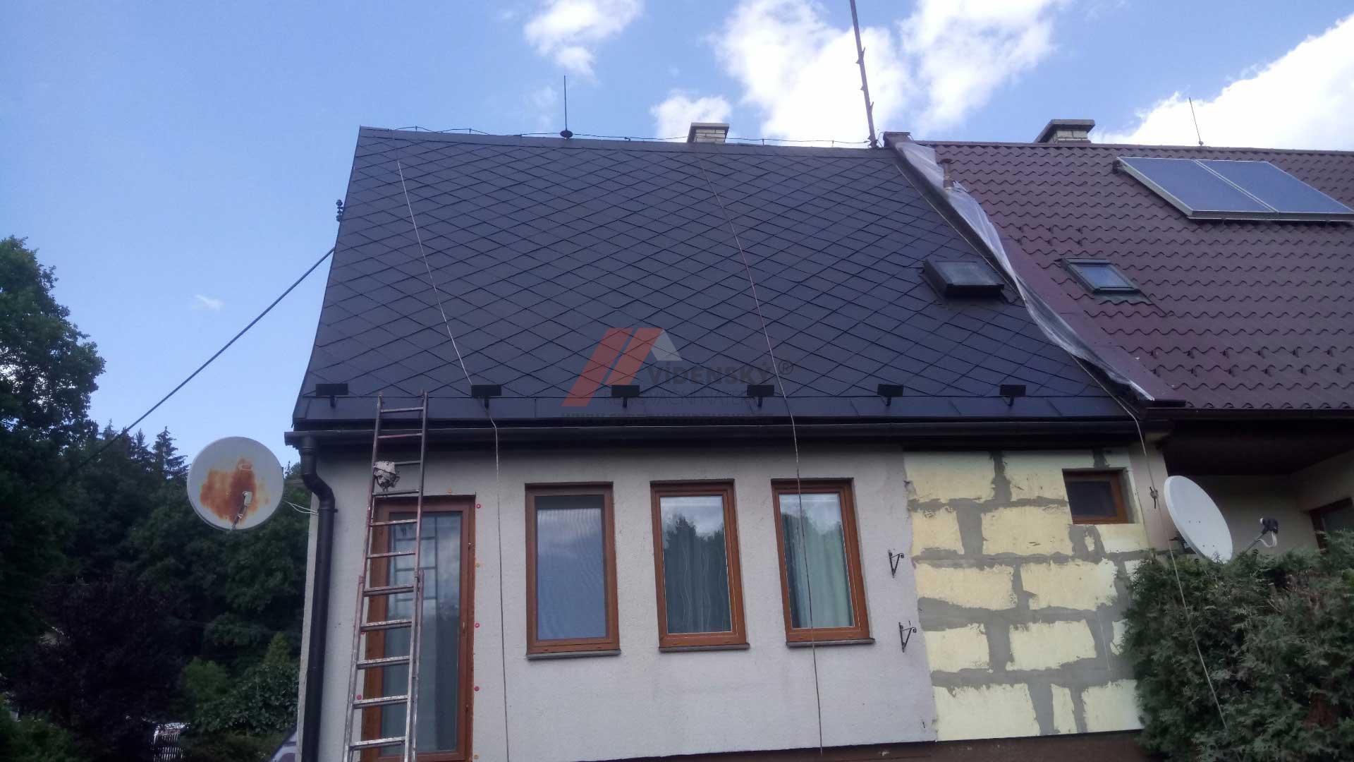 Vídenský | Renovační nátěr eternitové střechy 06 - Černý odstín